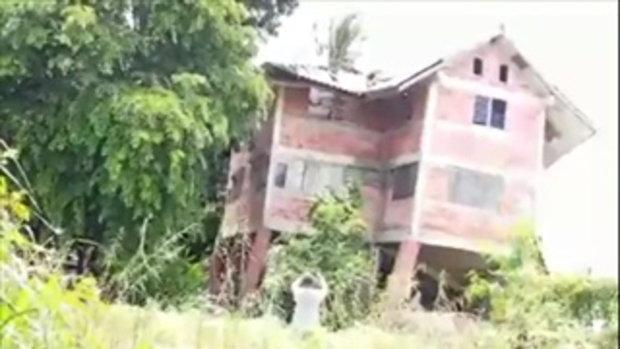 คลิปนาที บ้านร้างอายุเก่าแก่ที่นครพนม โดนกระแสน้ำเซาะพังครืนทั้งหลัง