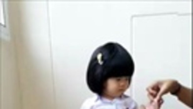 น่ารัก!! เด็กน้อยในชุดนักศึกษา