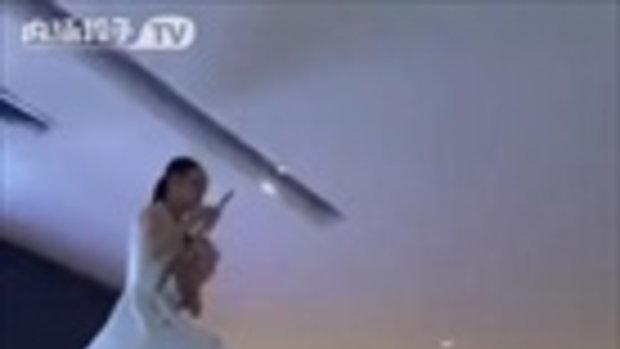 มาดู! วิธีแจกโบชัวร์ ของสาวจีน สาวน้อยมันไม่ง่ายเลย เร็วเข้า!