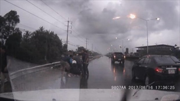 ได้ใจคนทั้งประเทศ เผยคลิปวัยรุ่นไทยใจเด็ด ช่วยตำรวจจับพ่อค้าปืนเถื่อน