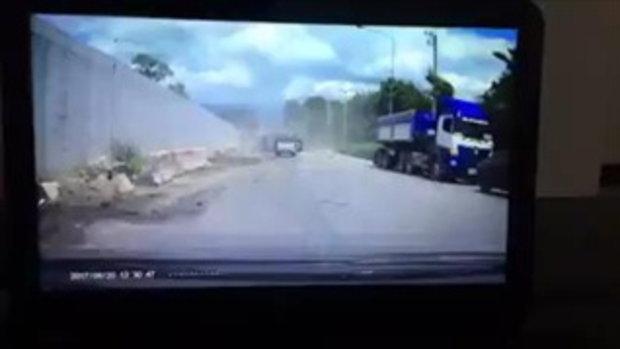 รถพ่วง ชน-เเก๊สระเบิด