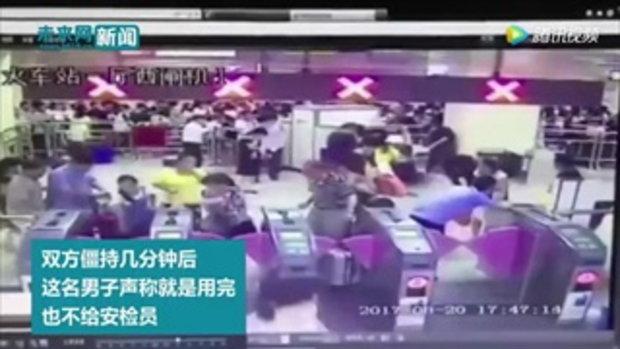 ตร.จีนจับขัง 10 วัน ชายฉีดสเปรย์พริกไทยฟุ้งทั่วสถานีรถไฟใต้ดิน