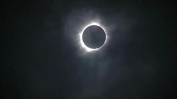 มืดตอนกลางวัน ! คลิป สุริยุปราคา 2560 ที่อเมริกา