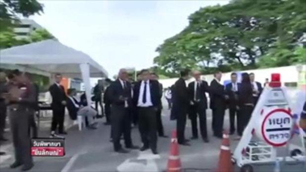มวลชนรอ ยิ่งลักษณ์ เดินทางถึงศาลฎีกาฯ - วันพิพากษายิ่งลักษณ์