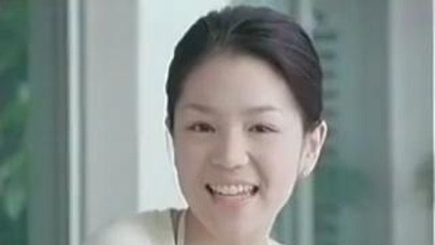 มาดามเดียร์ ผจก. ฟุตบอลทีมชาติไทย U23 สมัยวัยใส โฆษณาการ์นิเย่