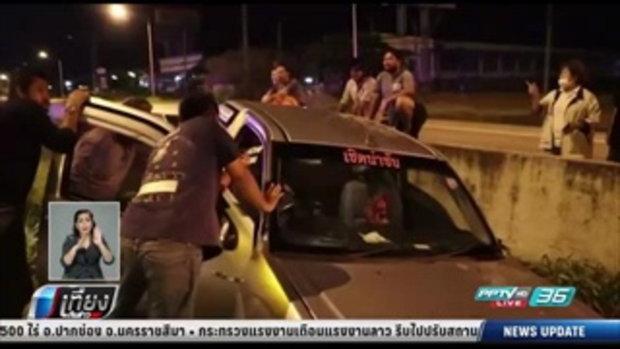 เมาปลิ้น หนุ่มวัย 32 ปี ซิ่งรถชนผู้อื่นแล้วหนีจนตกข้างทาง - เที่ยงทันข่าว