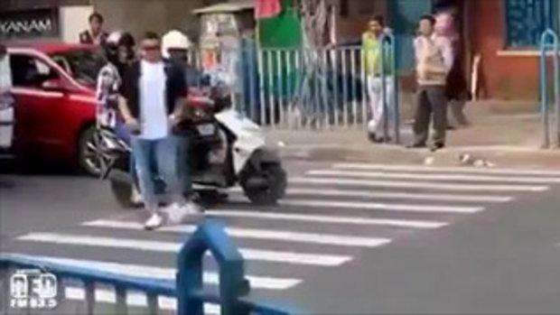 นี่คือวิธีแก้เผ็ดสำหรับรถชอบจอดขวางทางม้าลาย ต้องเจอแบบนี้ !!