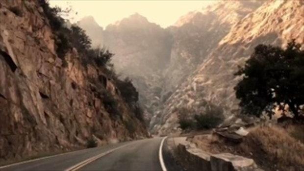 คลิปจำลองเส้นทางถนนมรณะ 2 น.ศ. ขับรถตกเหว พบจุดเกิดเหตุ มีแสงแดดแยงตาคนขับ