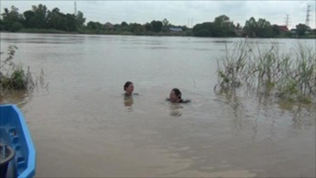 2 สาวใหญ่พี่น้อง เปิดใจโชว์ให้เห็นจะๆ ตะแคงข้างก็ลอยน้ำได้