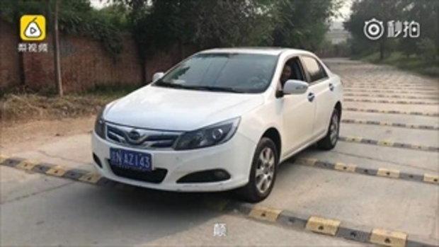 ขับทีหัวสั่นหัวคลอน...ถนนในจีนสร้างลูกระนาดถี่ยิบ