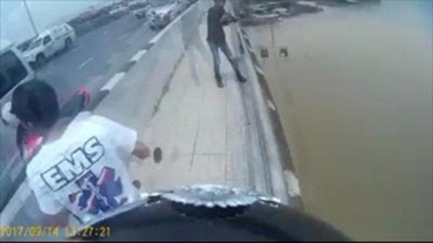 นาทีระทึก ชายโดดสะพานฆ่าตัวตาย คนพยายามช่วยแต่ไม่ทัน