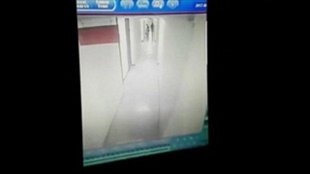 เปิดวงจรปิด คนร้ายบุกคอนโดล็อคคอสาว 15 หวังขืนใจ