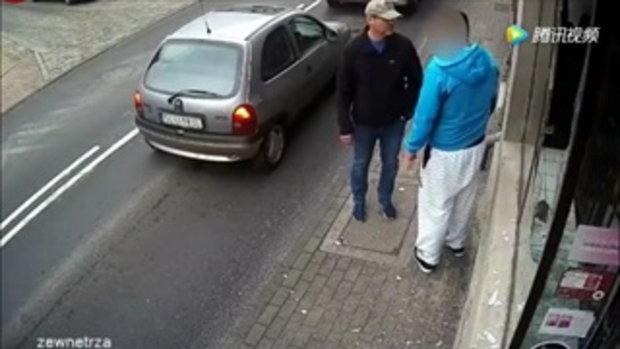 กรรมติดจรวด! ชายโปแลนด์ถูกรถชนขณะวิ่งหนี หลังทุบกระจกร้านค้า