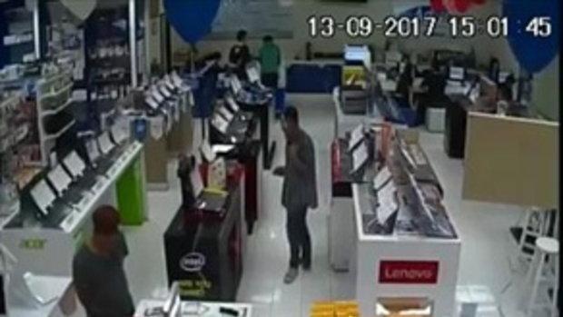 วงจรปิดมัด !! ลุงเสื้อลายกล้าทำพฤติกรรมแบบนี้กลางร้านคอมฯ สงสัยนึกว่าไม่มีกล้อง