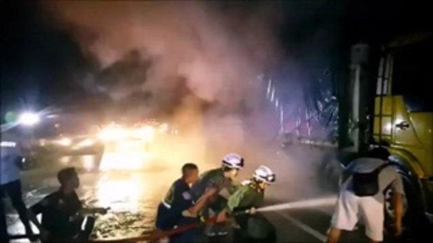 ไฟลุกท่วมบรรทุก18ล้อ รถไหลลงดอยพ่วงท้ายปัดขวางถนน คนขับหนีตายระทึก !! รถติดยาว2กม.