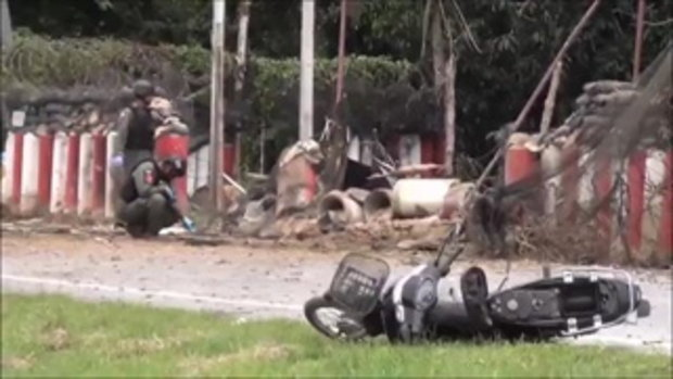 2 คนร้ายวาง จยย.บอมบ์ 20 กิโลฯ บึ้มฐานอส.ปัตตานี หนุ่มเคราะห์ร้ายขี่รถผ่านถูกแรงระเบิดบาดเจ็บ