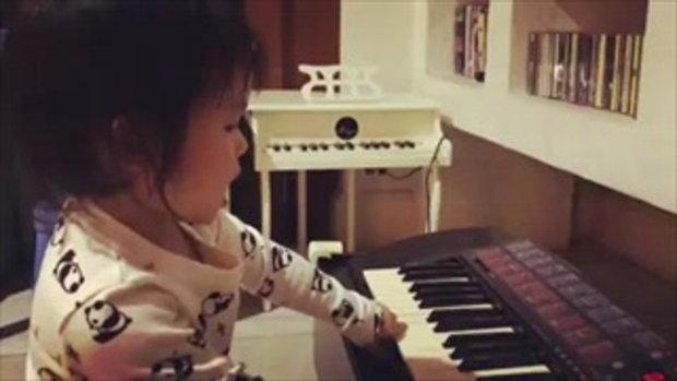 น้องสวรรค์โชว์สกิลเปียโนขั้นสุด กับเพลงอะไรใครฟังออก