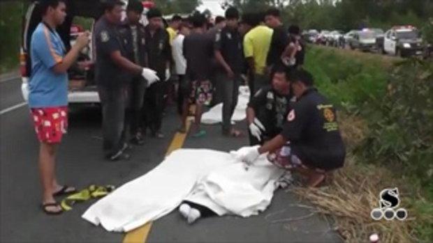 Sakorn News : รถเบนซ์เสียหลักตกข้างทางชนต้นไม้ขาดสองท่อนทำให้เกิดไฟลุก