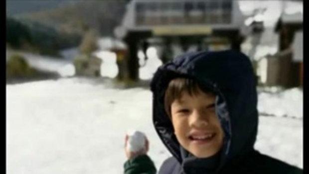 หน่อย เคน พาสองลูกชายเล่นปาหิมะที่ญี่ปุ่น หนาวแค่ไหน ครอบครัวนี้ก็อบอุ่นเสมอ