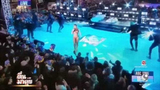 """""""มารายห์ แครี่"""" เกิดการผิดคิวของแบ็กกิ้งแทร็กในการแสดงคอนเสิร์ตในงานปีใหม่"""