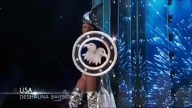 นางงามอเมริกา โชว์ชุดประจำชาติ บนเวที Miss Universe แต่ปีกดันกางไม่ออก ถึงกับเซ็ง