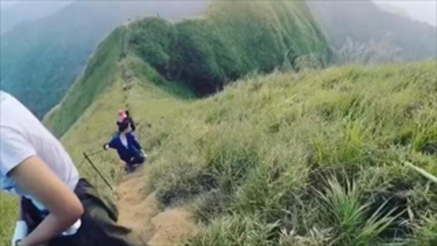 นาทีชีวิตนักท่องเที่ยวพลัดตกเขาช้างเผือก...