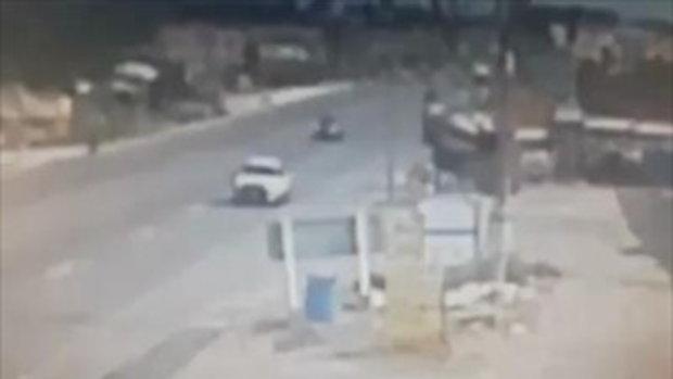 รถขนปูนจอดปะยาง ไหลข้ามฝั่งถนน