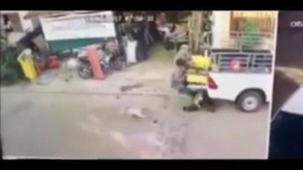 ใจไม่ถึงห้ามดู!! ชนสยอง ก็อปปี้อัดท้ายรถ ก่อนซิ่งหนี ไม่รับผิดชอบ