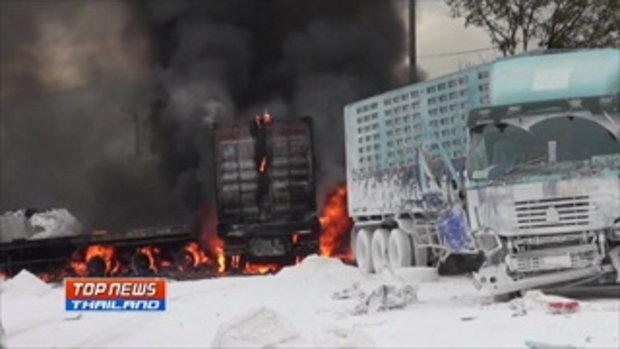 รถบรรทุกแป้งมันเบรคแตกกลางทางลงเขา ชน 10 คัน ไฟลุกท่วมคลอกโชเฟอร์ดับ
