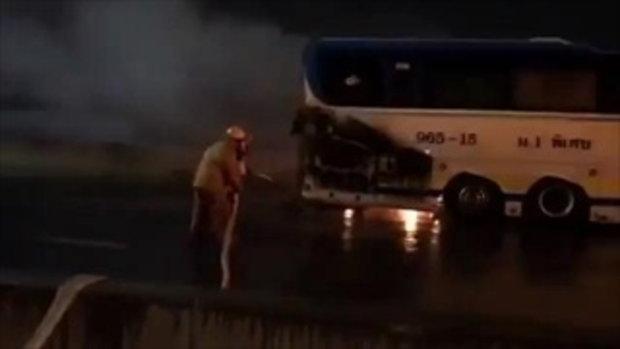 ด่วน ไฟไหม้รถทัวร์ บนโทลเวย์ขาเข้า
