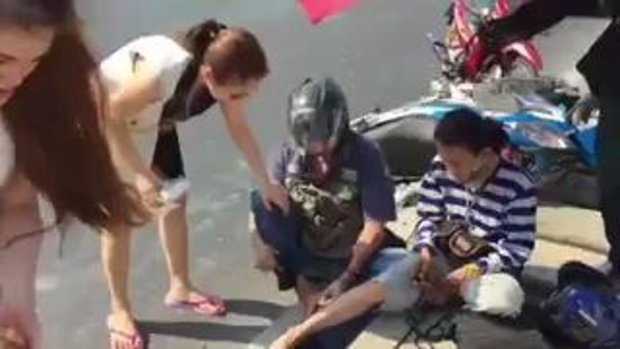 ชื่นชม จั๊กจั่น อคัมย์สิริ หยุดรถช่วยคนเจ็บ