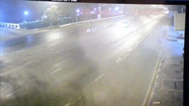 ภาพกล้องวงจรปิด นาทีอุบัติเหตุ ลูกชายโหน่ง ขับรถชนคนเสียชีวิต