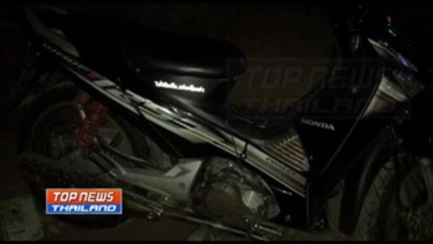 หนุ่มซิ่งรถจักรยานยนต์หนีตำรวจ ก่อนเสียหลักชนแบริเออร์เจ็บสาหัส