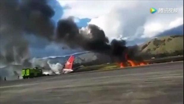 เครื่องบินเปรูลื่นไถลออกนอกรันเวย์ขณะลงจอด ไฟลุกท่วม