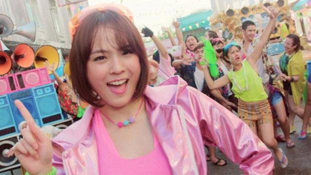 """MV เพลง """"ขอได้มั้ย นะนะนะ"""" เพลงตื๊ดสายย่อแนวใหม่รับสงกรานต์ นำโดยสาวแพทตี้"""