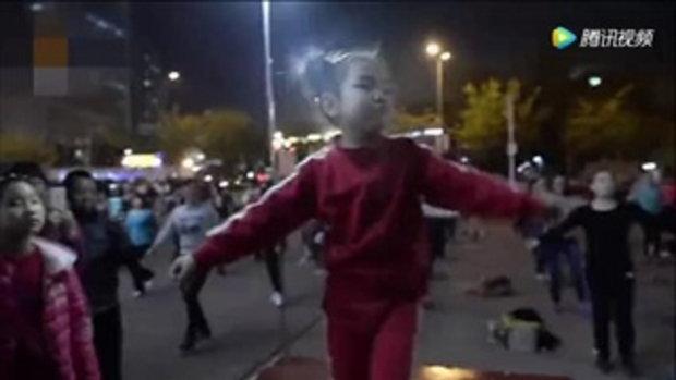 อาหมวยน้อยวัย 5 ขวบ นำเต้นแอโรบิกทุกเย็น คนแห่ร่วมนับร้อย