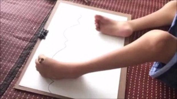 ทึ่ง..น้องยูโร วัย 9 ปี พิการแขนขา มุมานะฝึกเรียนวิชาศิลปะ ใช้เท้าวาดภาพ หวังใช้เลี้ยงชีพในอนาคต