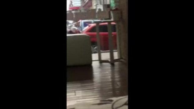 เผยโฉมหน้า สาวจีน ที่ขับรถชนตำรวจ และเกือบชนเด็กบนมอเตอร์ไซค์ ที่พัทยา