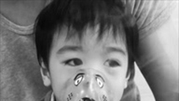 น้องโอลาฟ ลูกชายโอ๊ต วรวุฒิ พ่นยาไปร้องไห้ไป