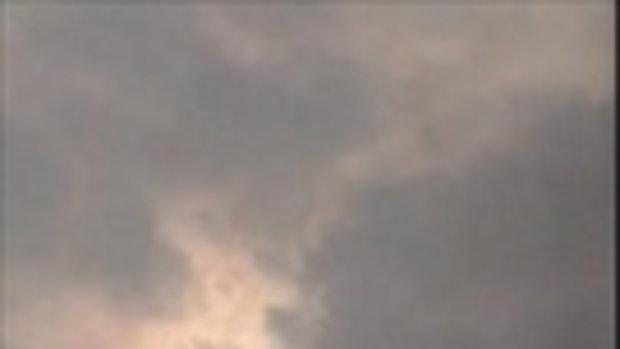 แปลกตา! ชาวบ้านถ่ายคลิปบนท้องฟ้า เห็นจะจะ พระอาทิตย์โผล่มา 3 ดวง