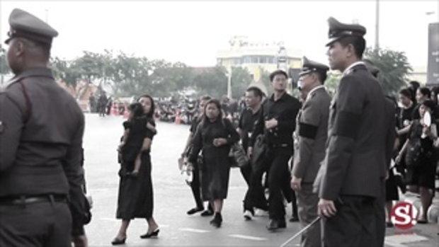 บรรยากาศประชาชนแน่นขนัดรอเข้าร่วมพระราชพิธี 26 ตุลาคม 2560