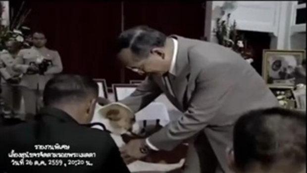 ภาพประทับใจ ในหลวง ร.9 ทรงเล่นกับสุนัขทรงเลี้ยง