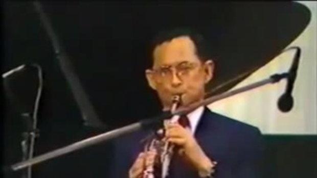 ภาพหาชมยาก ในหลวง ร.9 ทรงดนตรีร่วมกับวง Preservation Hall Jazz Band