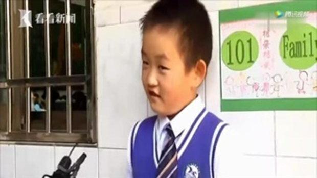 แบกมาเลย เด็กชายยกใบกล้วยมาทั้งใบ หลังครูสั่งให้หาใบไม้มาเขียน