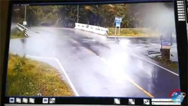 โคตรรุนแรง สี่แยกวัดใจ รถชนกันบ่อยมากๆ ทางร่วมทางแยกไม่ชะลอความเร็วกันเลย