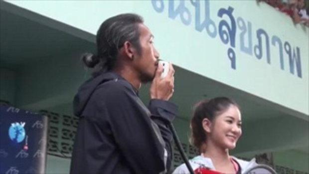 """""""ตูน"""" พูดน้ำตาคลอ !! ซึ้งคนไทยมีน้ำใจ ขณะมอบทุนให้น้อง ป.6 เผยมีเรื่องฝังใจตั้งแต่เด็ก"""