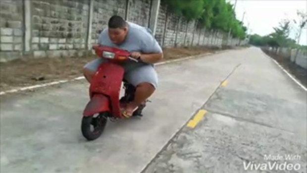 ร่างกายไม่ใช่อุปสรรค! หนุ่มอ้วนใจรักแว้นรถป๊อป ซิ่งแข่งกับเพื่อน เร่งสะท้านถนน