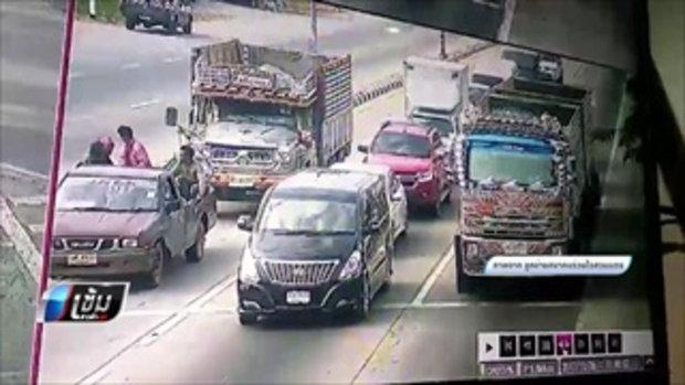 สิบล้อเบรกแตกชนท้ายรถกระบะมีผู้เสียชีวิต 1 คน - เข้มข่าวค่ำ