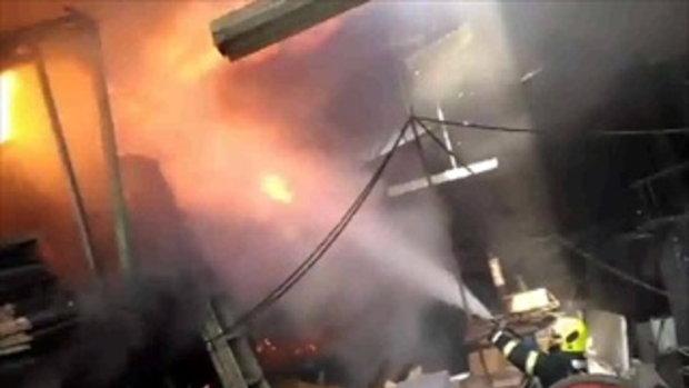ระทึก! ไฟไหม้โรงงานเฟอร์นิเจอร์ ย่านสาธุประดิษฐ์ - กู้ภัยเจ็บ 2