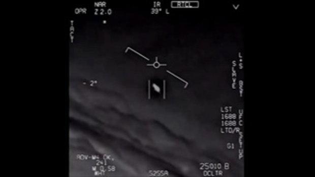 เผยคลิปนักบินสหรัฐฯ ไล่ล่าวัตถุลึกลับจากนอกโลกคล้ายยูเอฟโอ